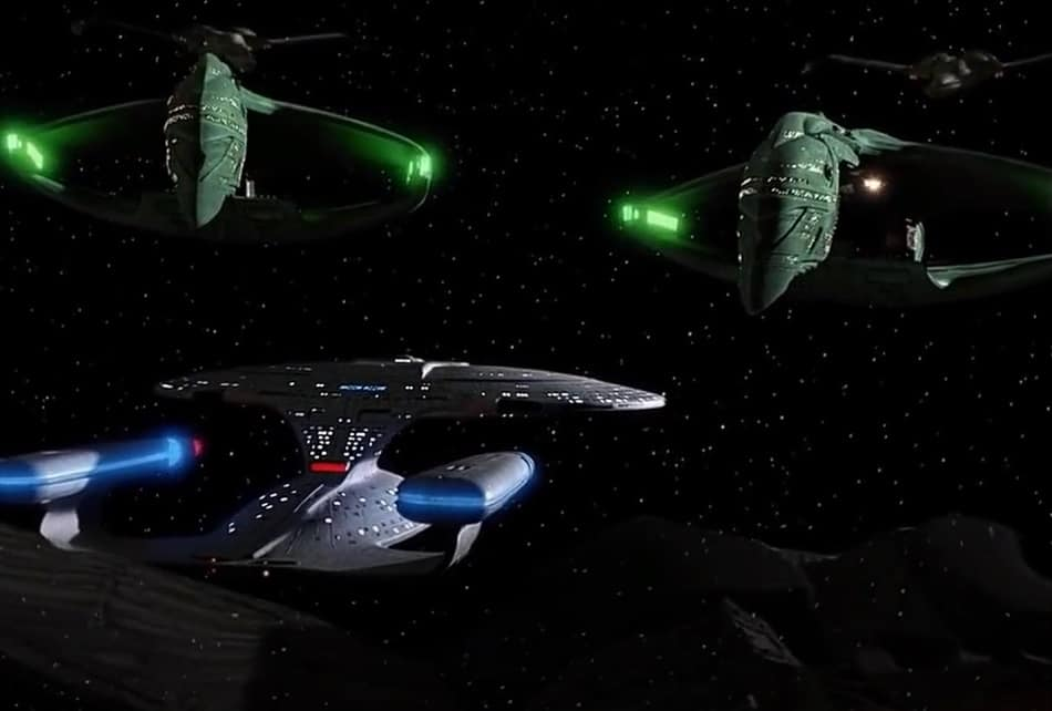 Romulan standoff with cloaking ships
